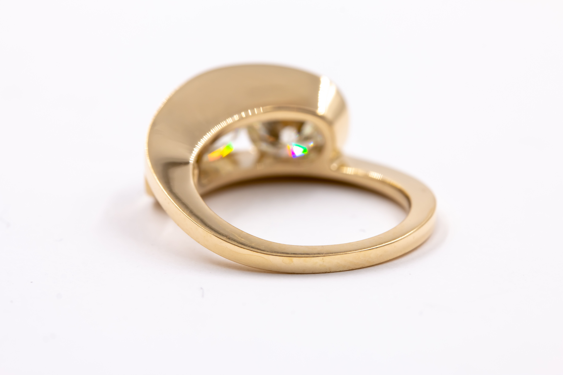 3 stone setting-engagement-ring-gold-2