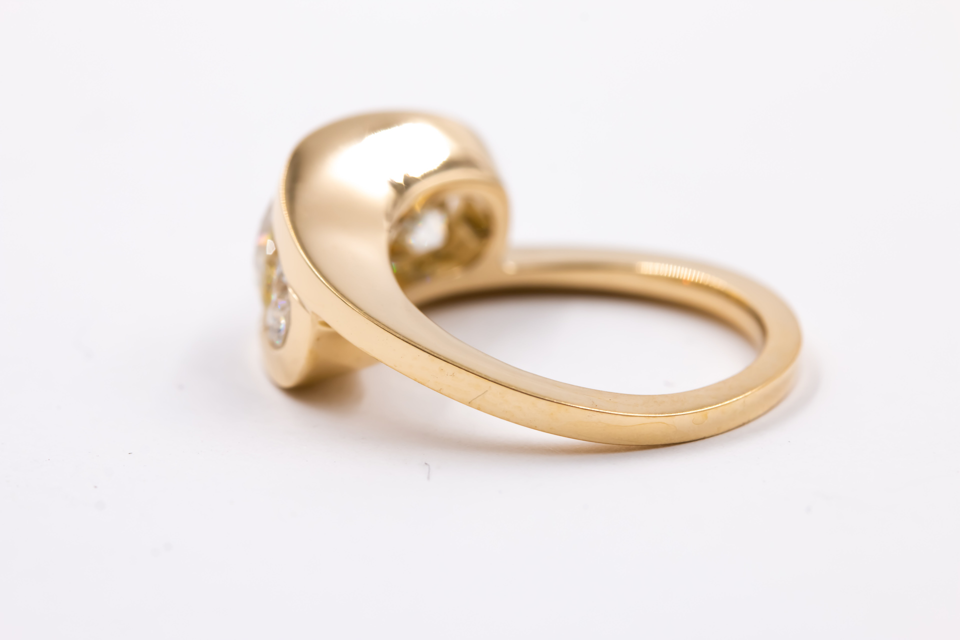 3 stone setting-engagement-ring-gold-3