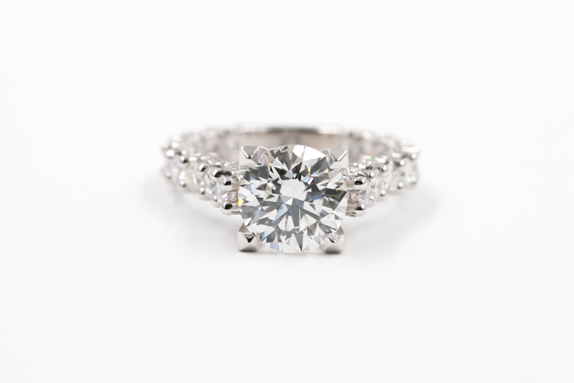 diamond-engagement-ring-solitaire-
