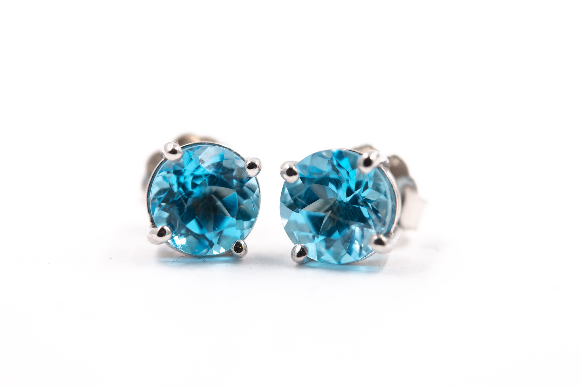 aquamarine-earrings-studs-