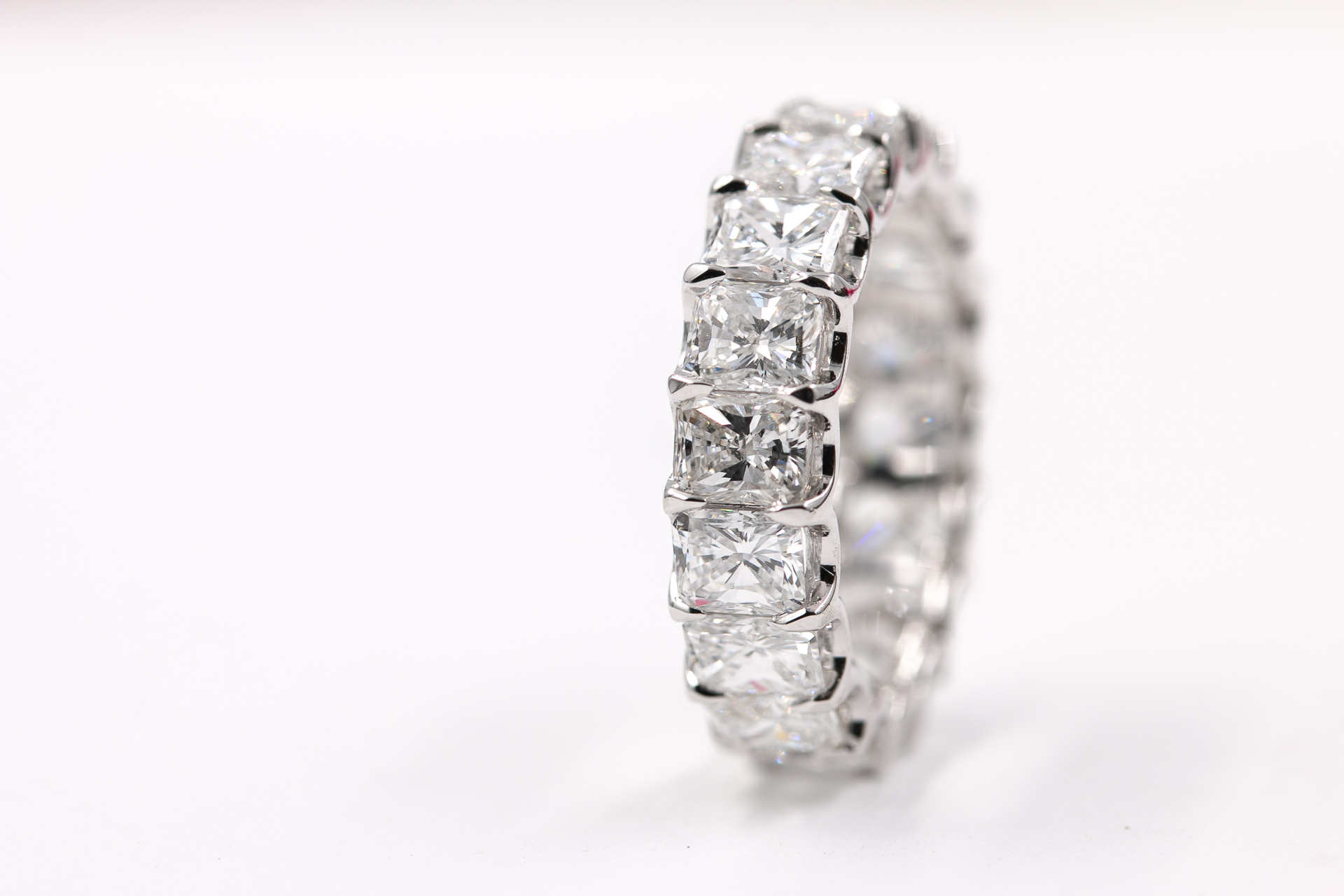 cushion-cut-diamond-eternity-band-