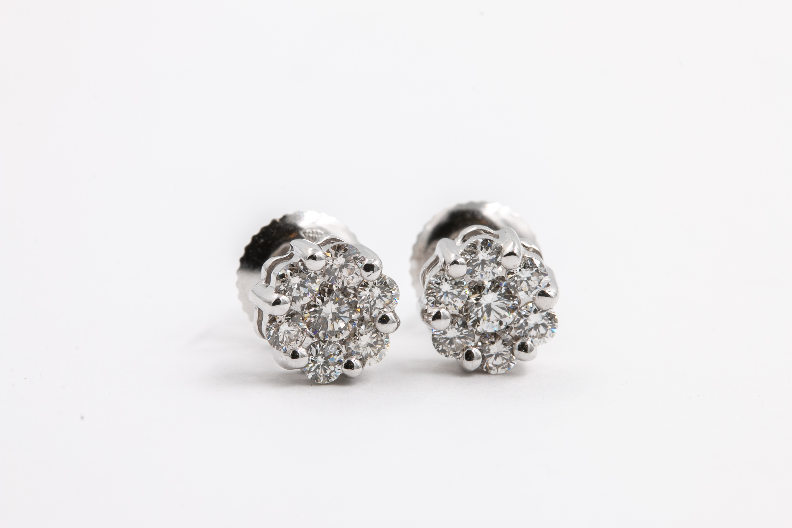 diamond-studs-jeweler-