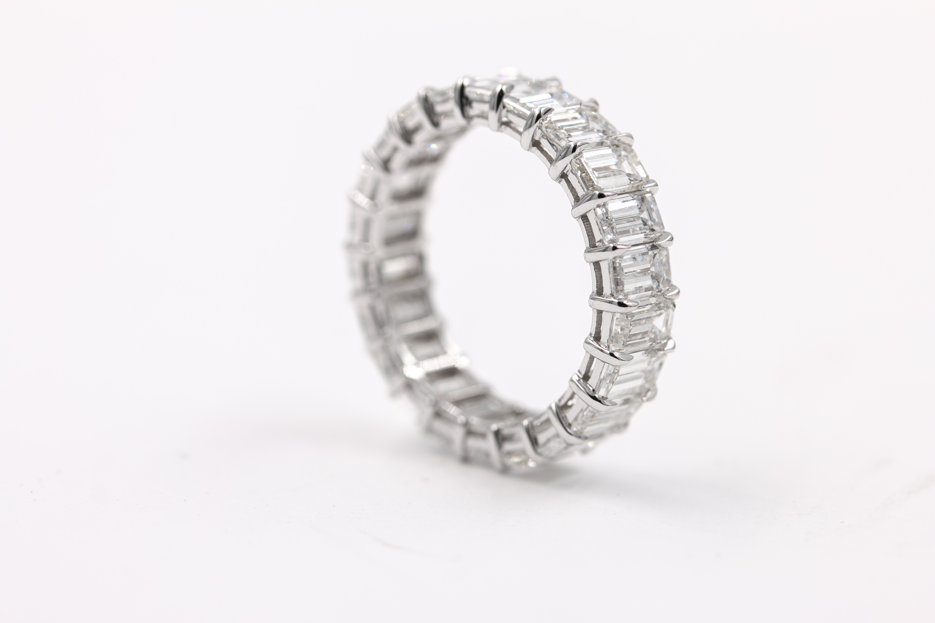 emerald-cut-diamonds-eternity-band-ring-3