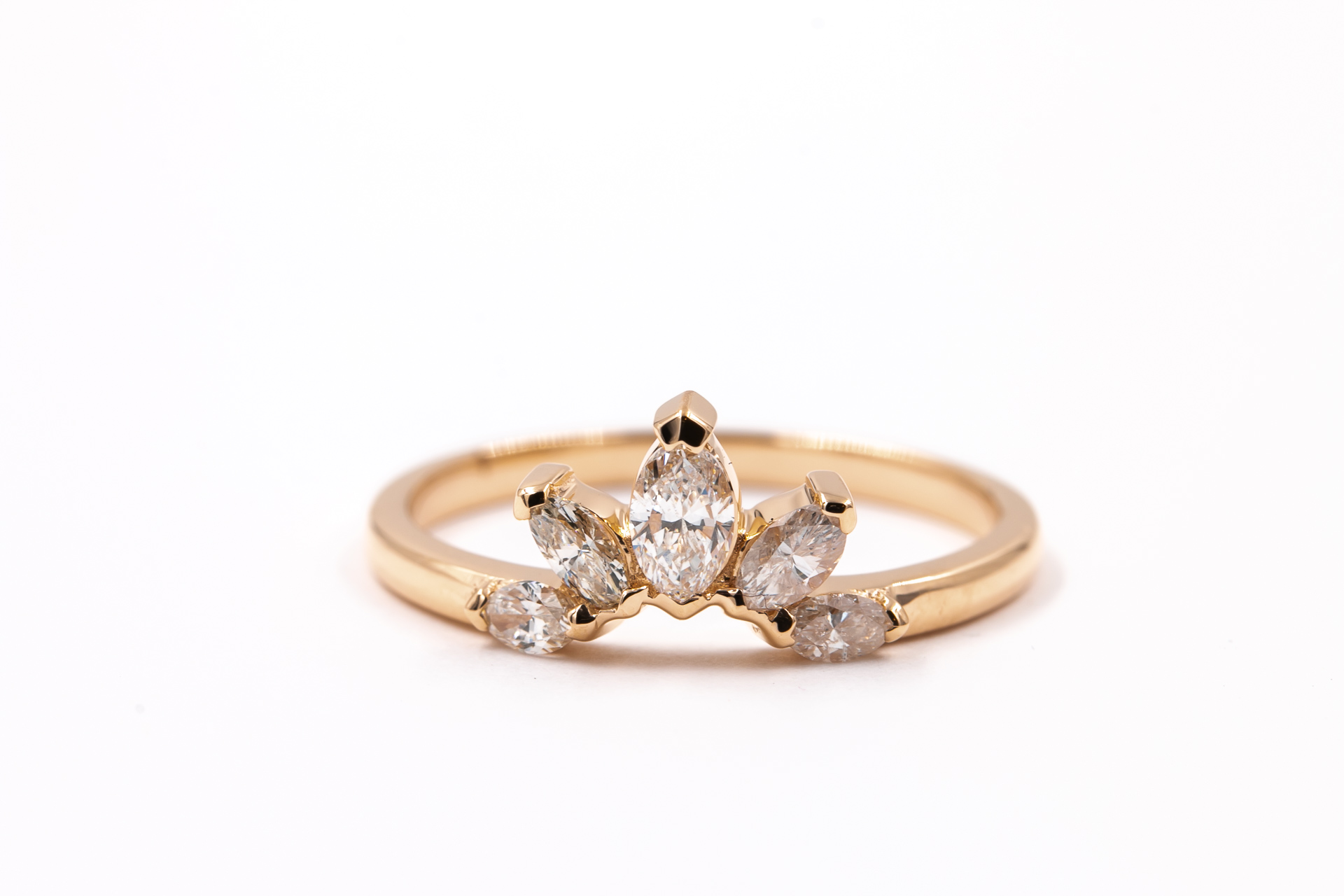 flower-style-engagement-ring-