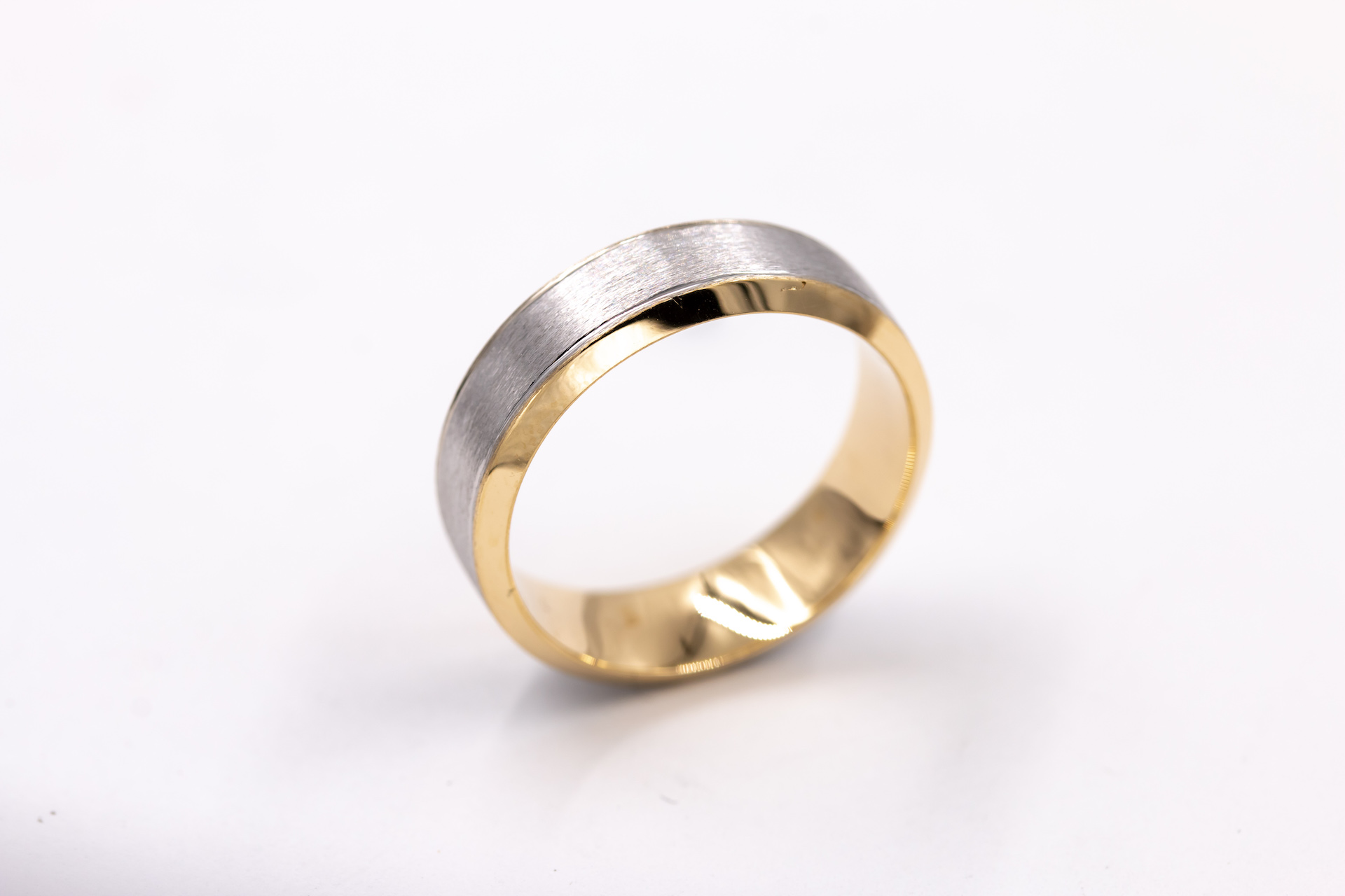 mens-yellow-gold-wedding-band-