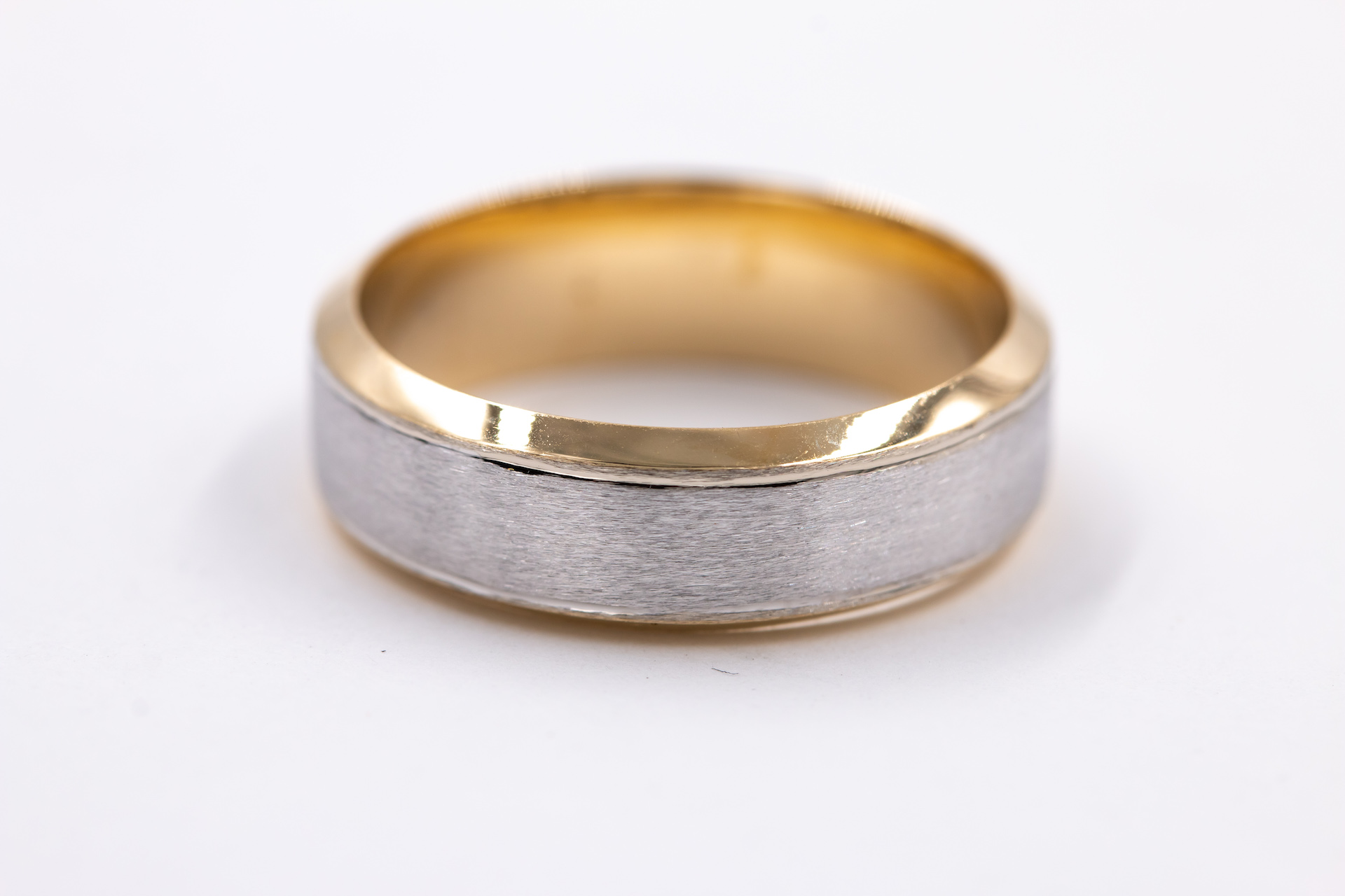 mens-yellow-gold-wedding-band-2