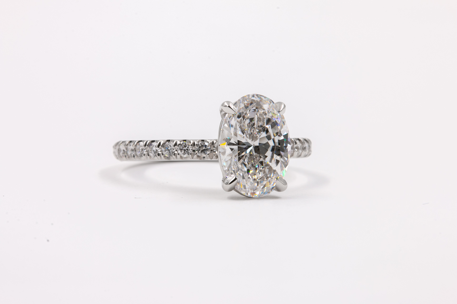 oval-diamond-engagement-ring-