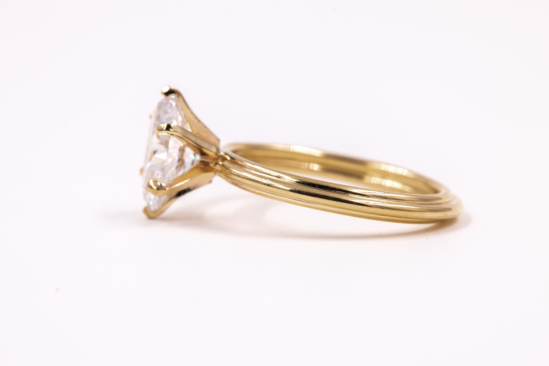 oval-solitaire-engagement-ring-gold-3