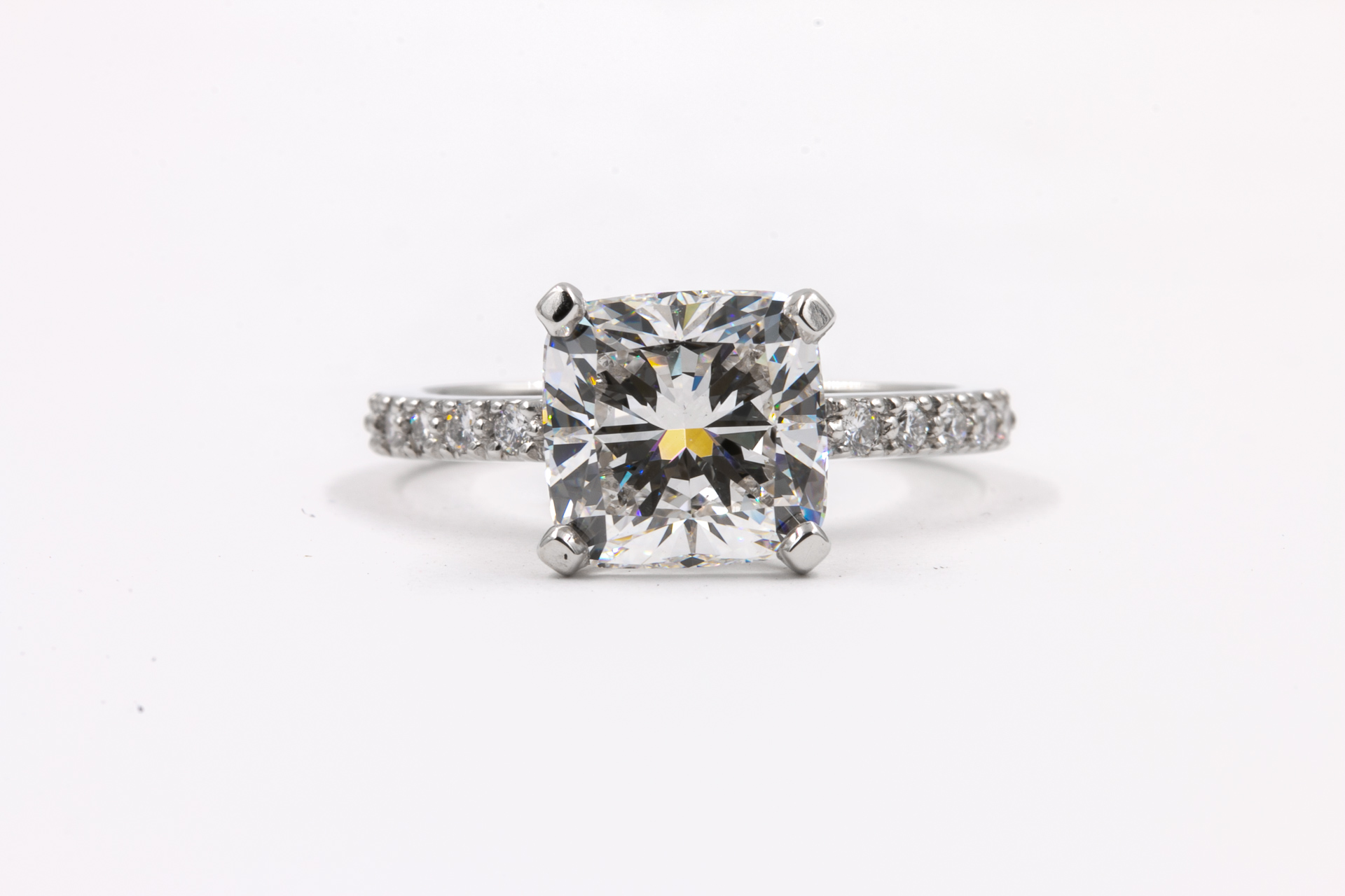 princess-cut-diamond-engagement-ring-