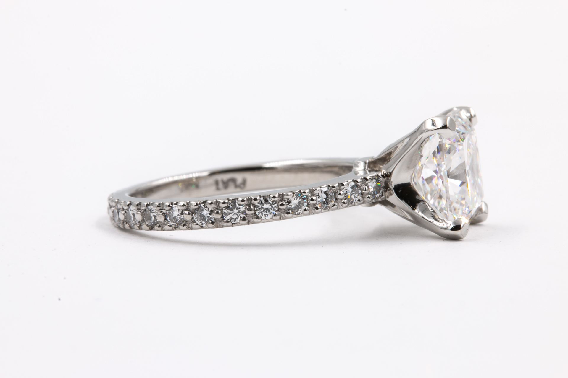 princess-cut-diamond-engagement-ring-2