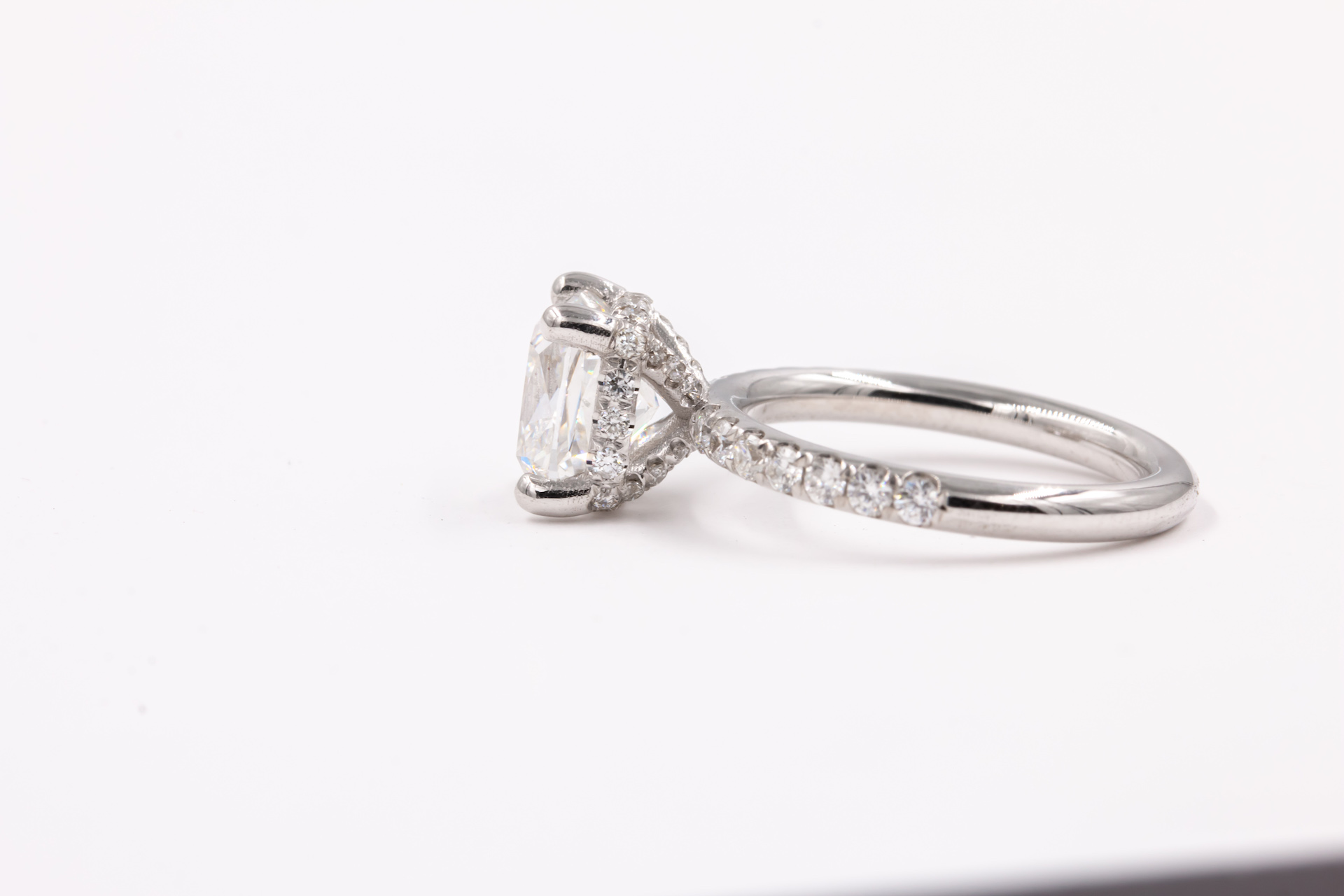 radiant-cut-engagement-ring-