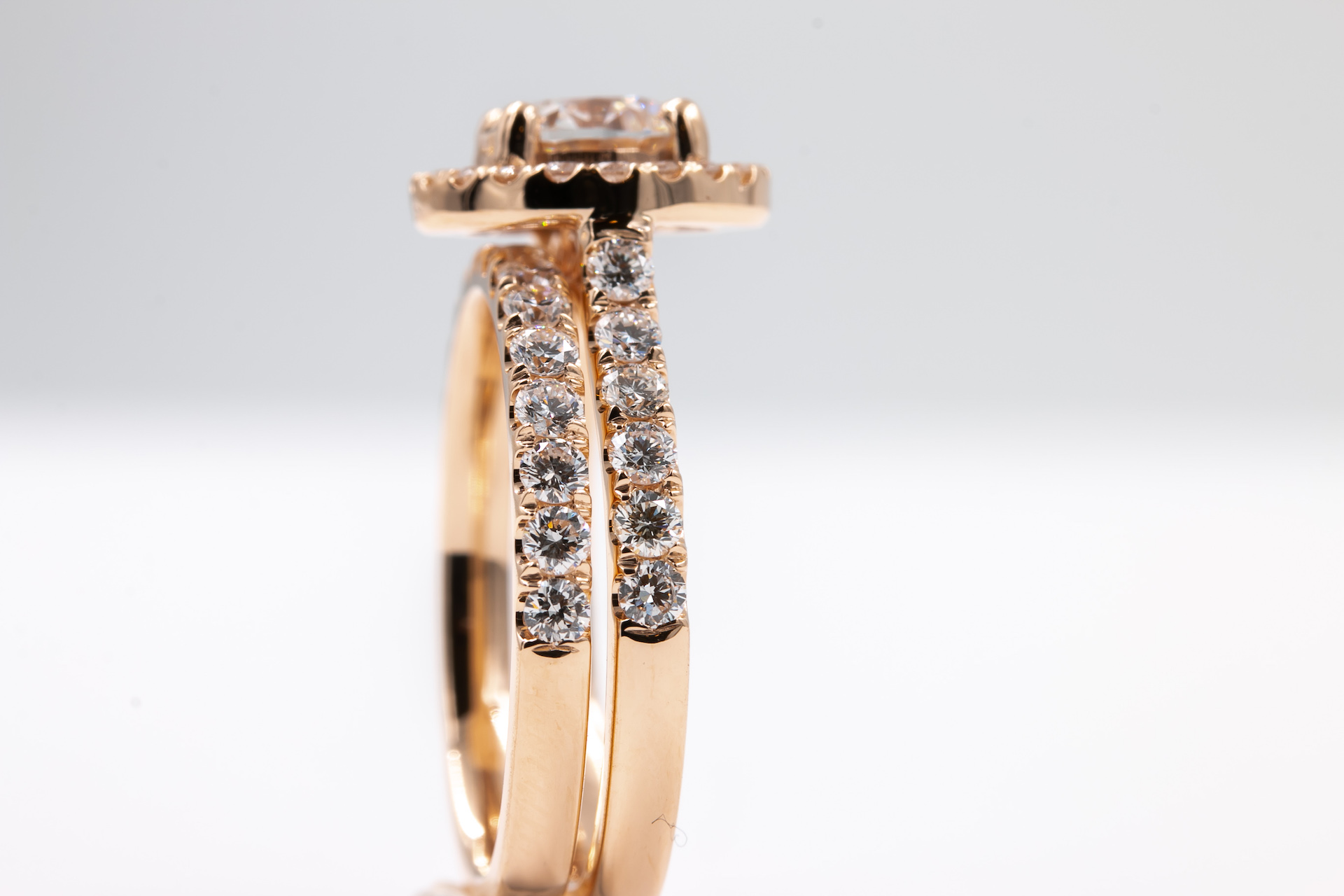 rose-gold-halo-engagement-ring-diamond-3