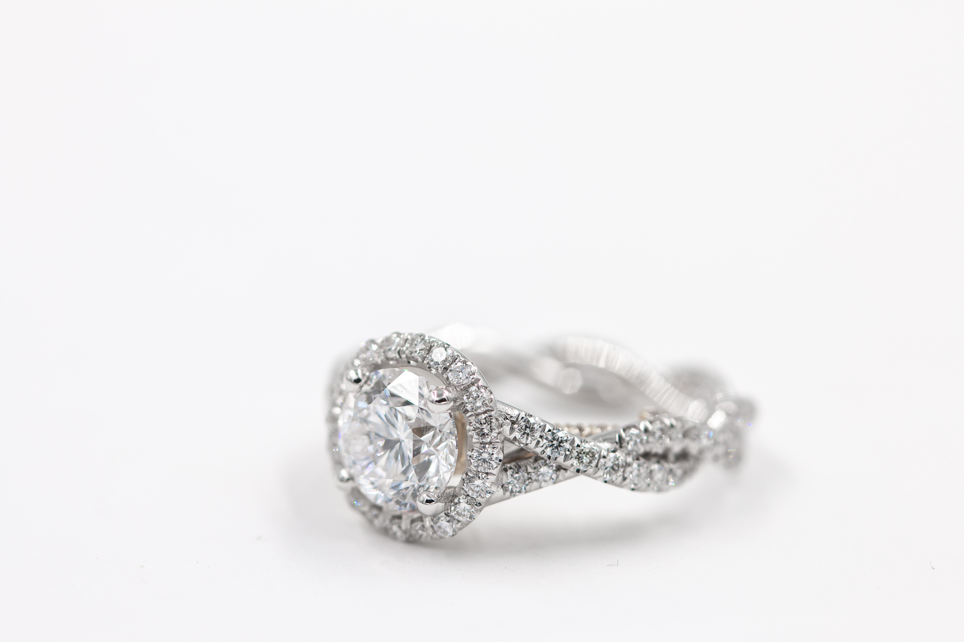 round-halo-engagement-ring-