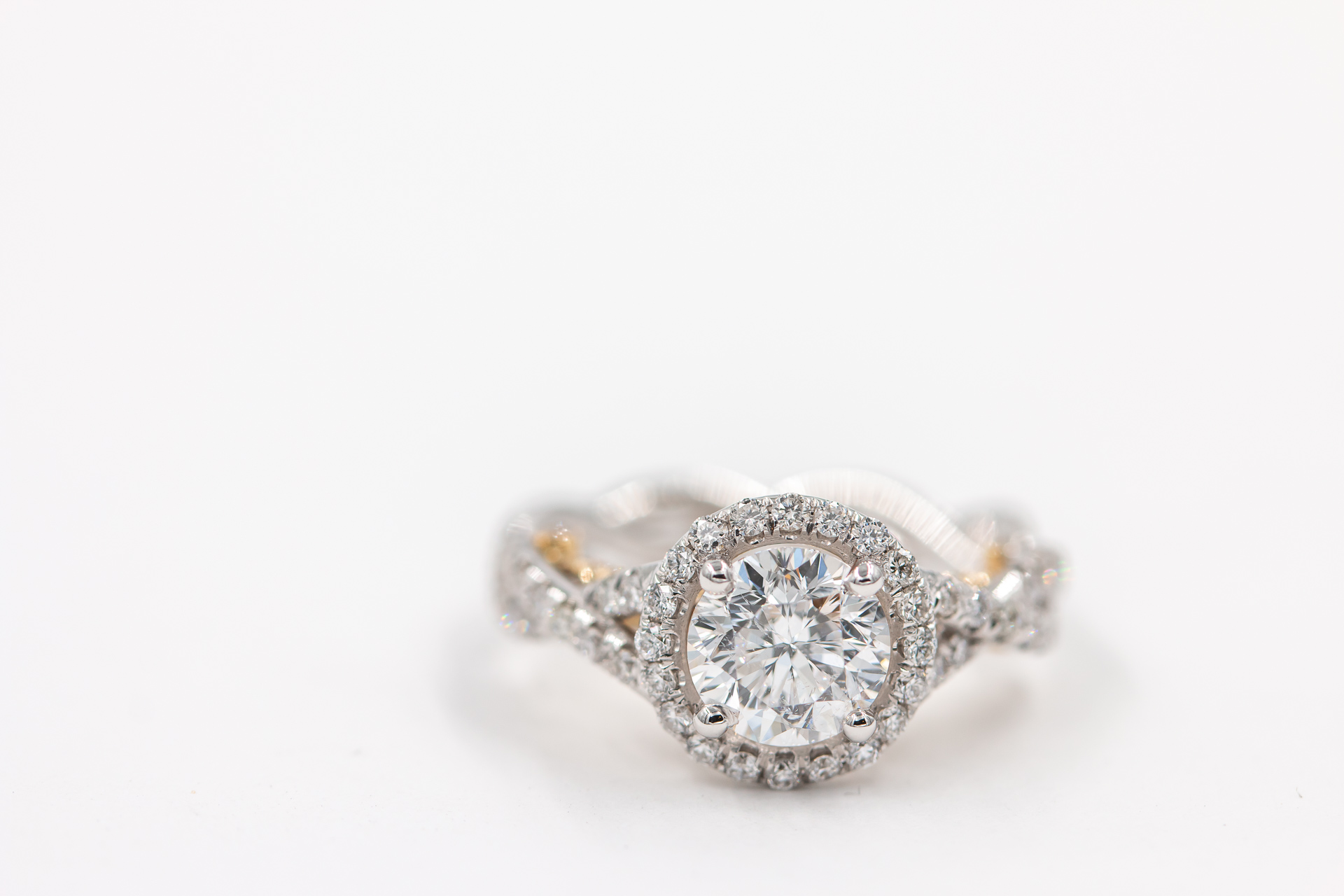 round-halo-engagement-ring-2
