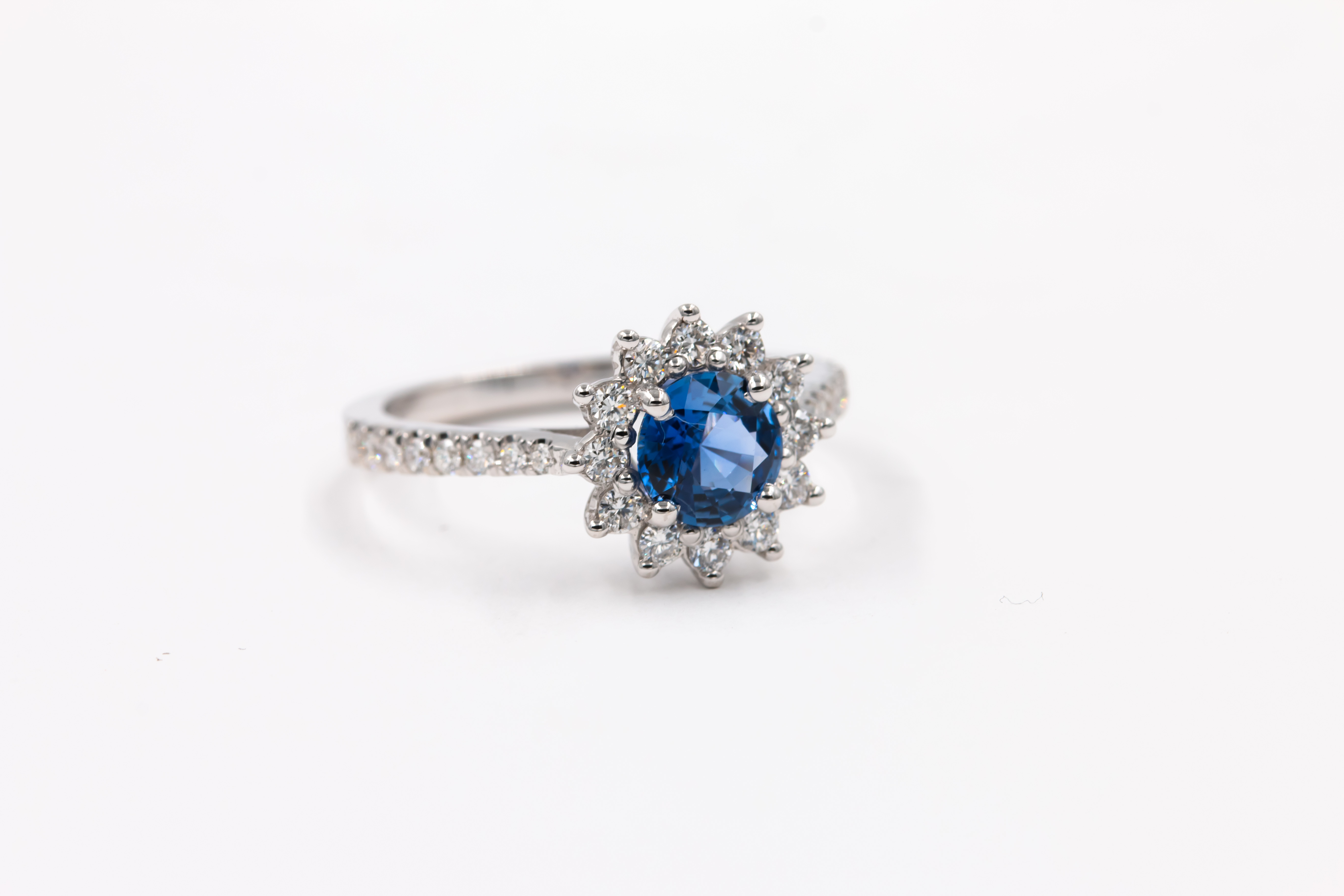 sapphire-engagement-ring-blue-2