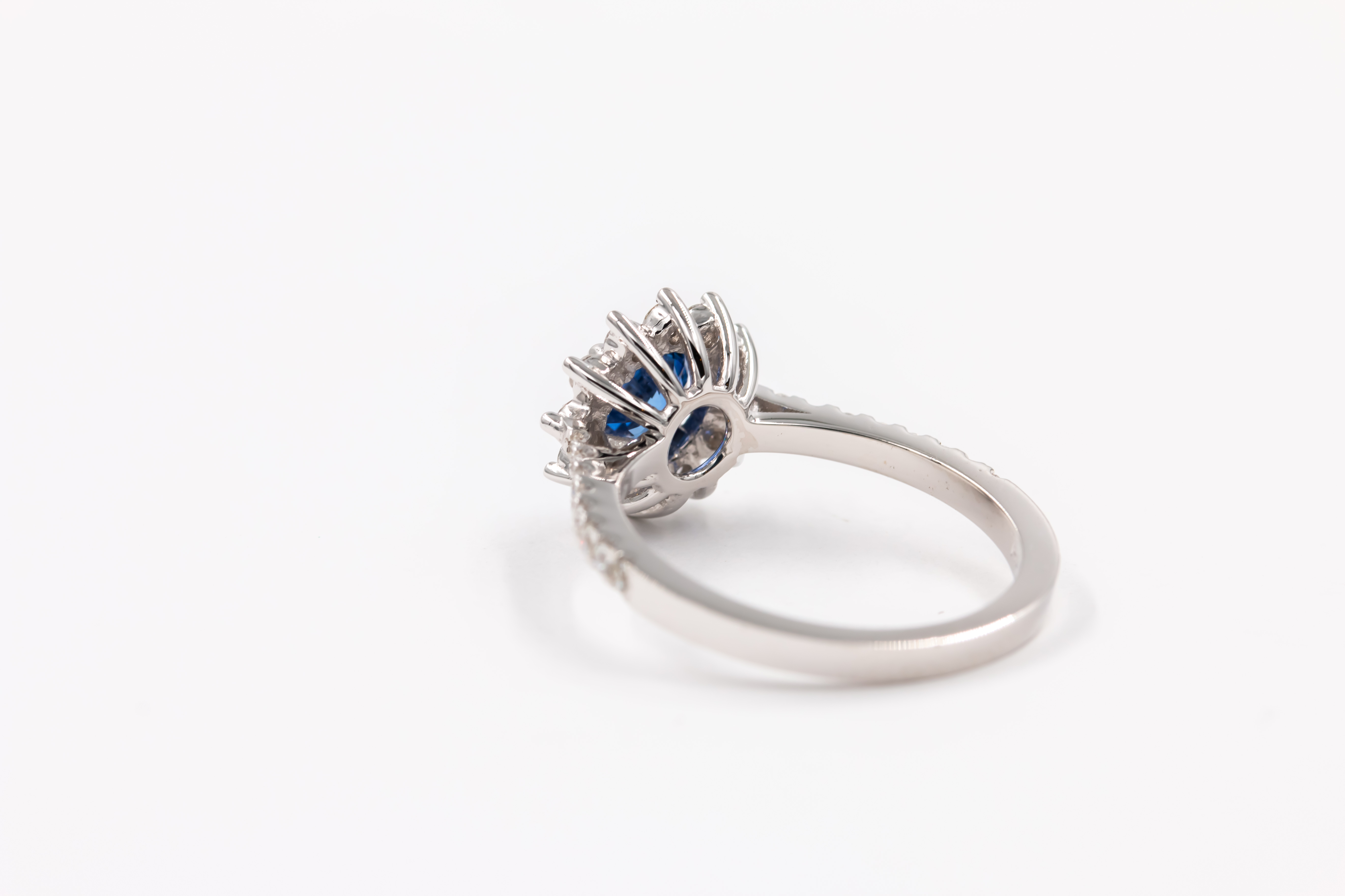 sapphire-engagement-ring-blue-3