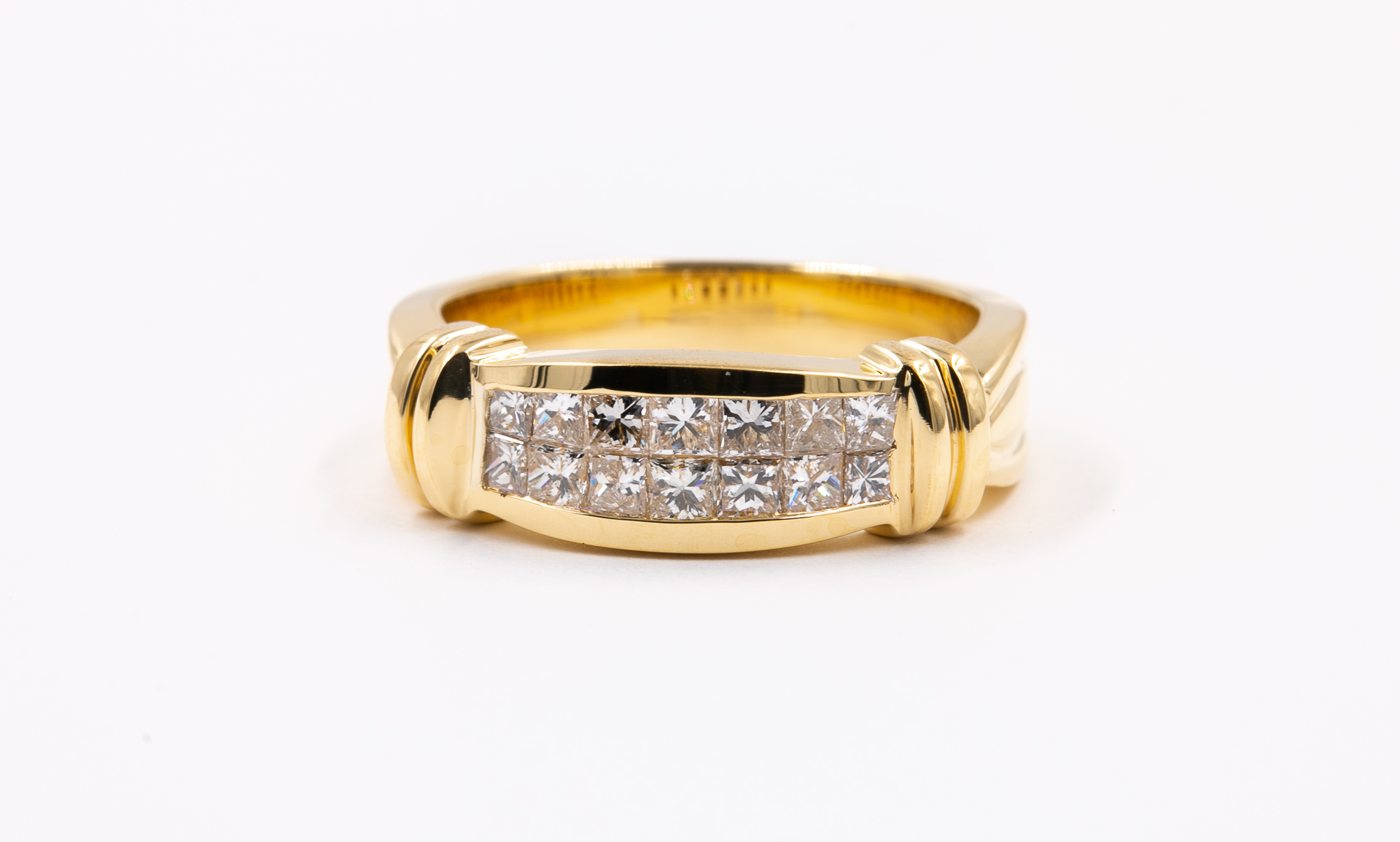 traditional-engagement-ring-diamonds-yellow-