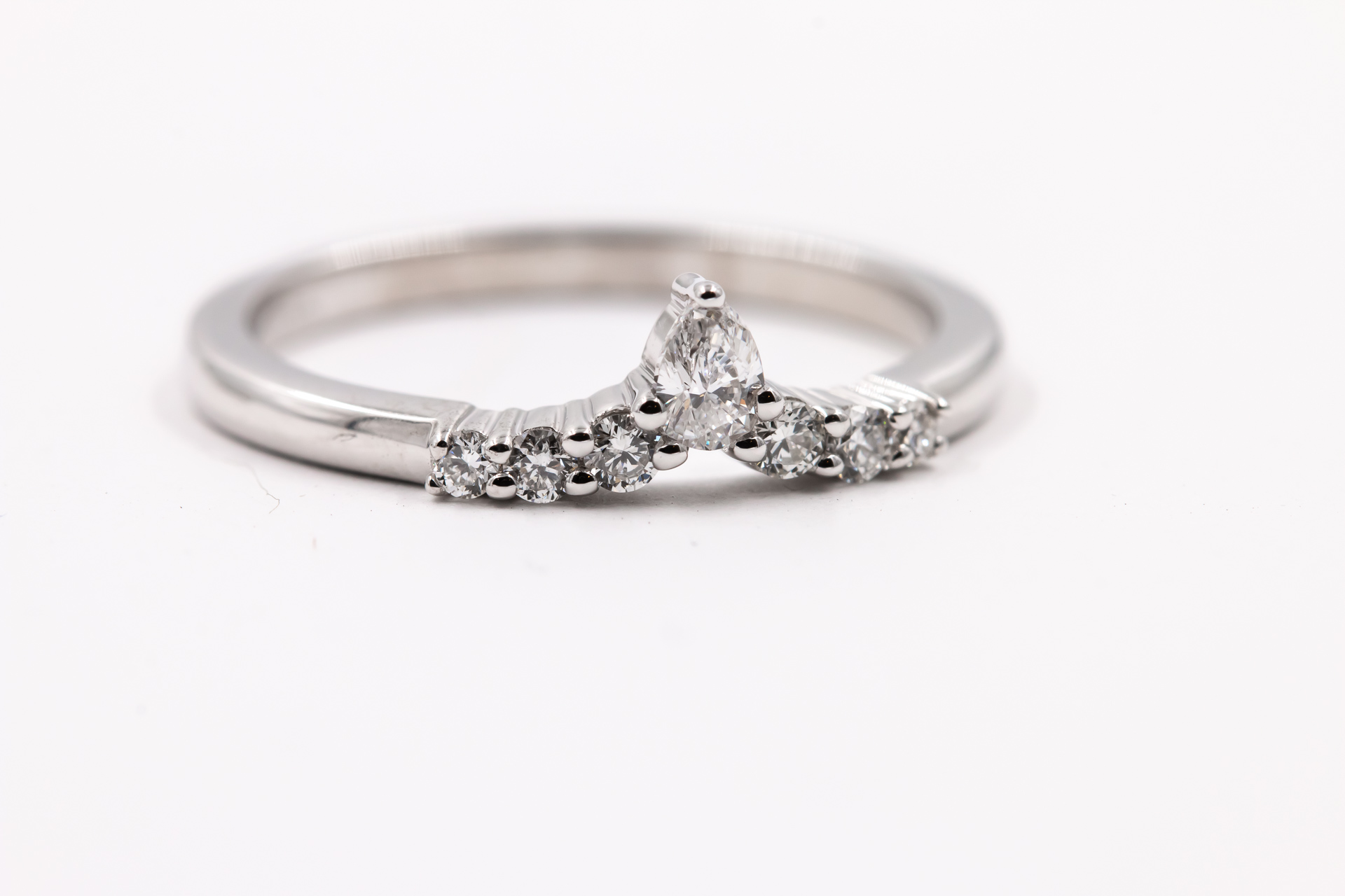wedding-band-diamonds-ring-