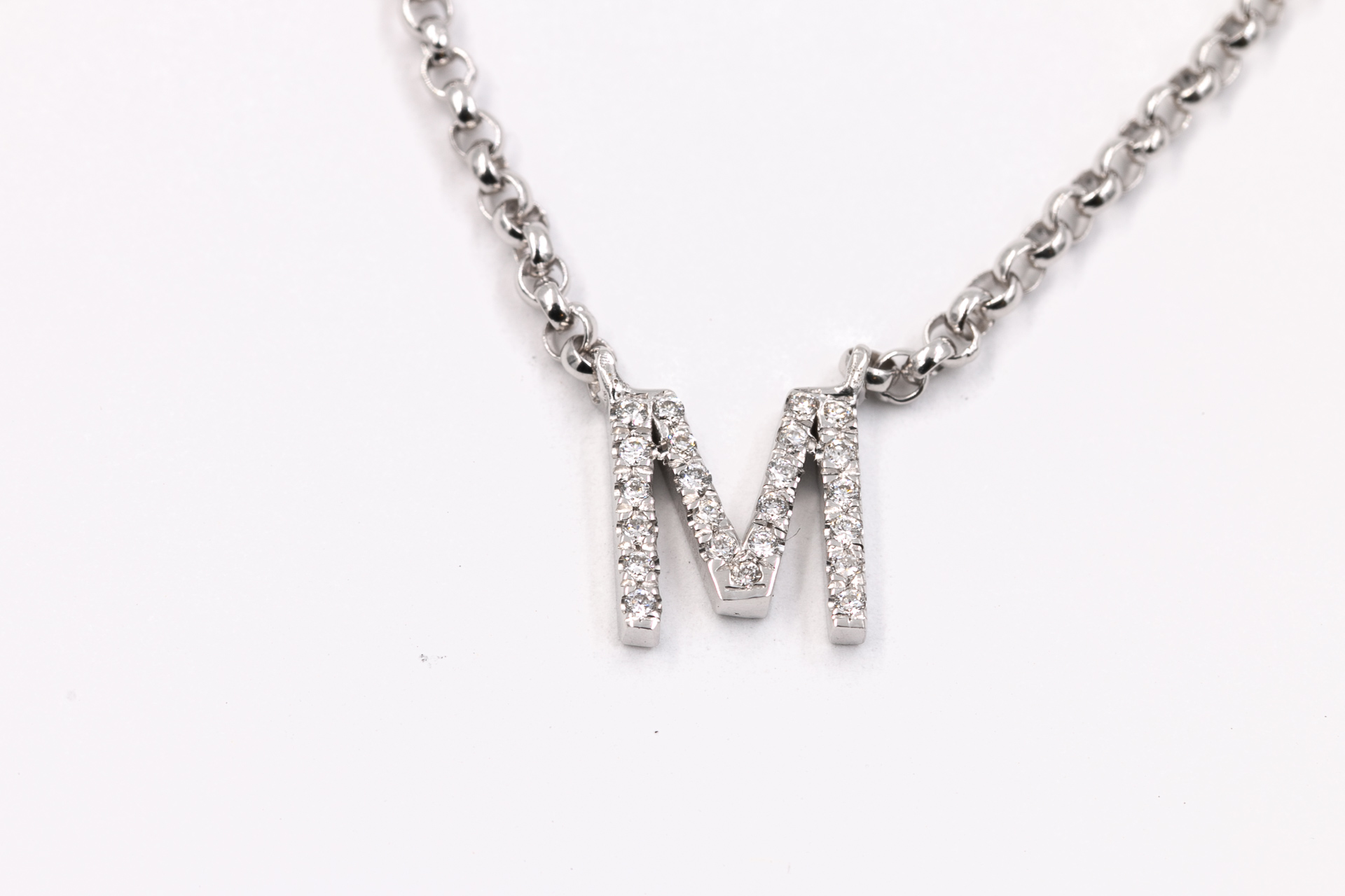 custom-diamond-necklace-jewelry-store