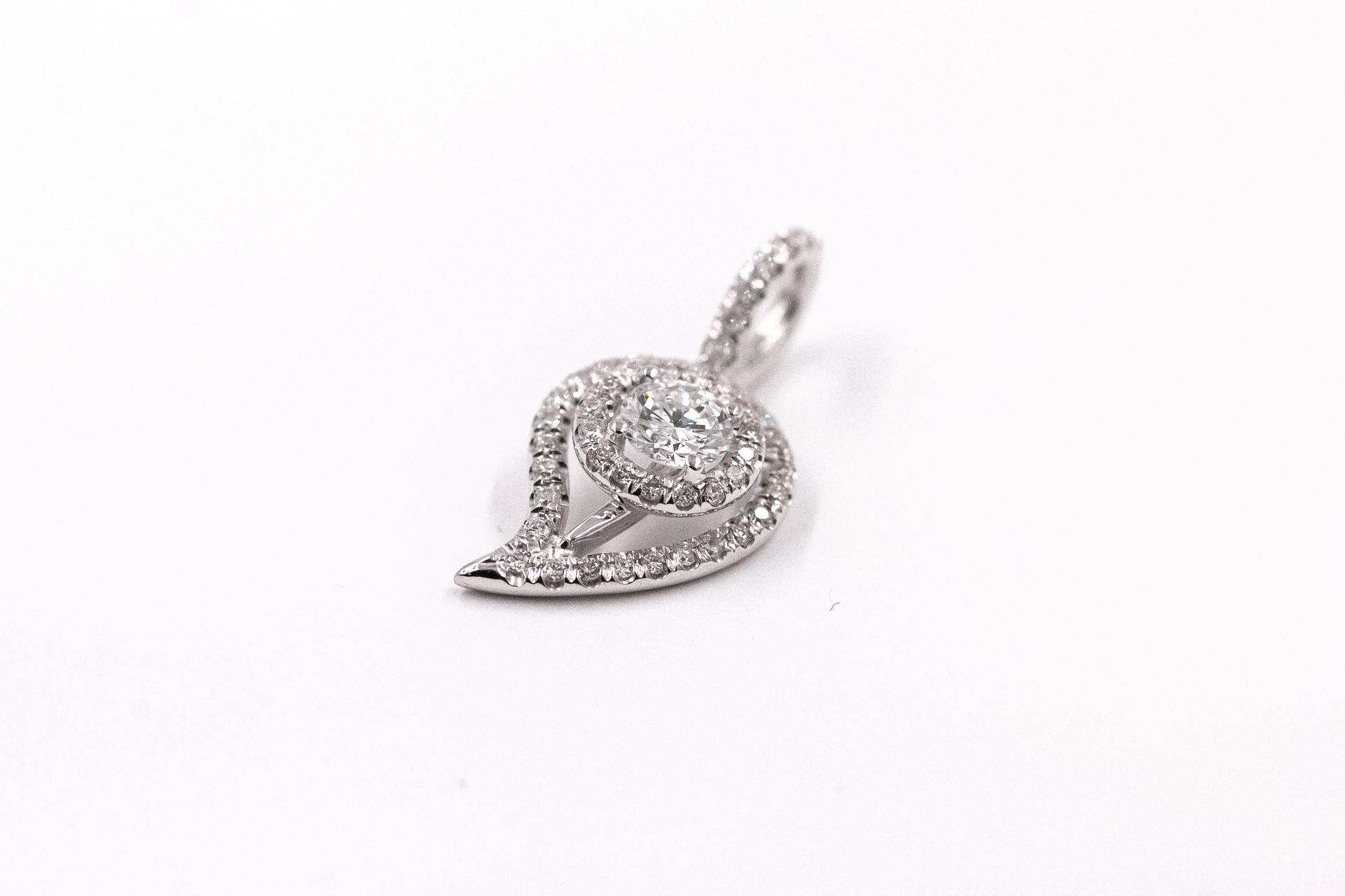 leaf-necklace-white-gold-diamonds-3
